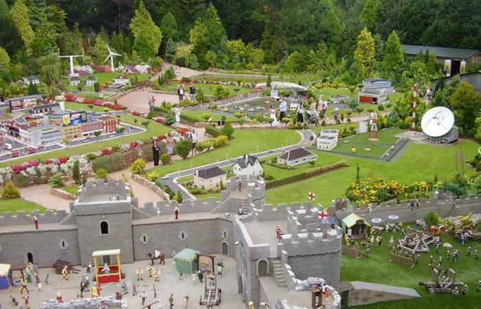 Babacombe_Model_Village-700x450