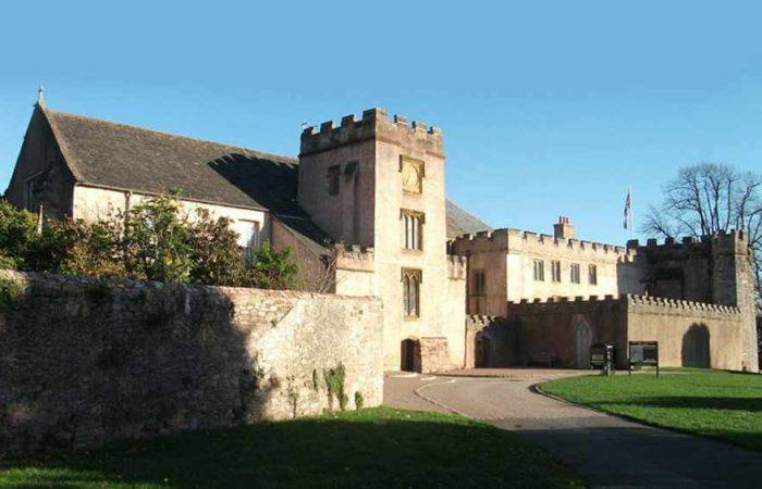 torre-abbey-torquay-700x450